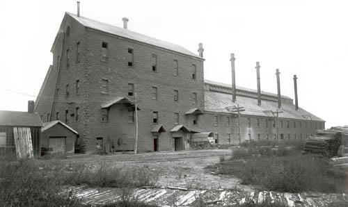 General view of the Carbide [Online image]. Retrieved December 6, 2014 from  http://www.historicplaces.ca/en/rep-reg/image-image.aspx?id=4634#i1
